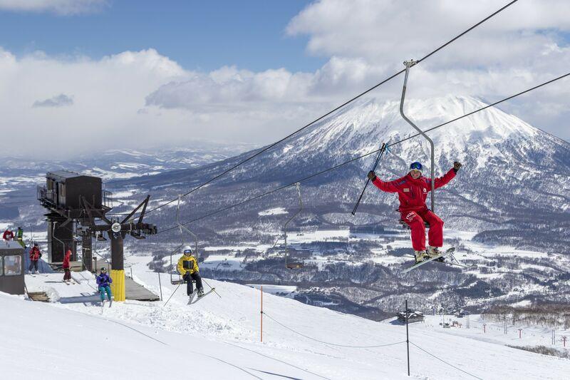 5 reasons why we love spring skiing & snowboarding