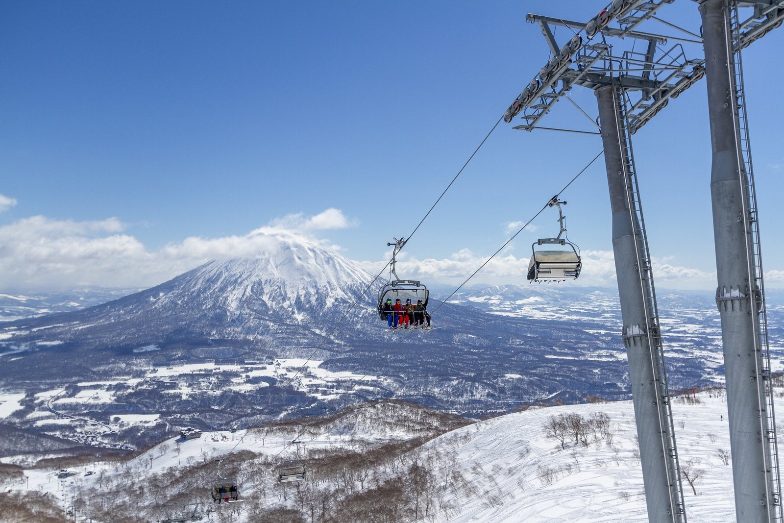 People on the chair lift to enjoy spring skiing in Hokkaido