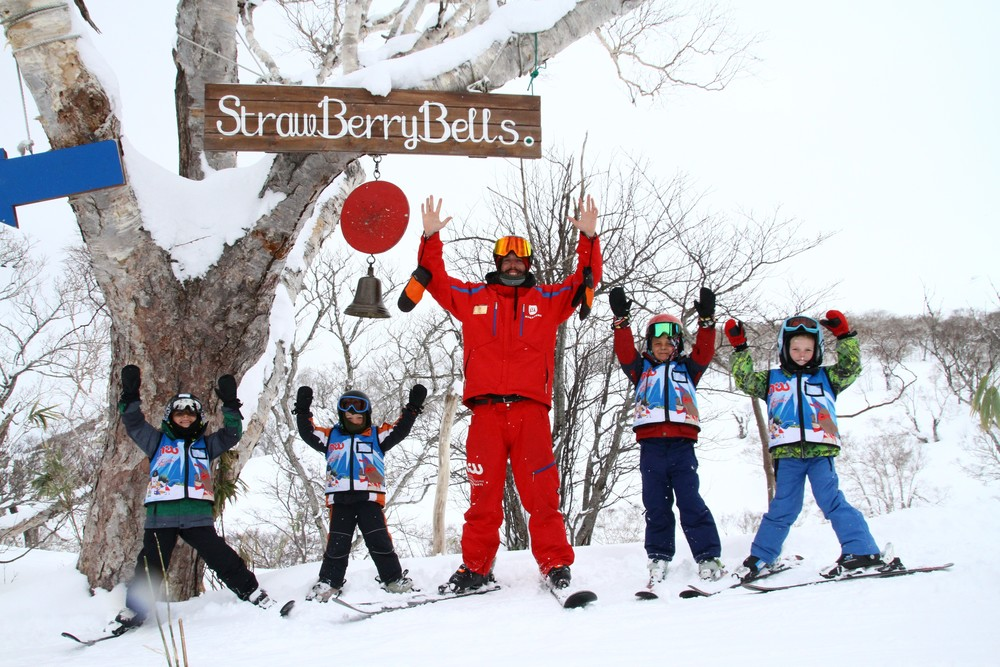 niss kids ski school at strawberry bells hanazono