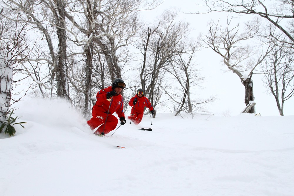 niss ski instructors enjoying the powder