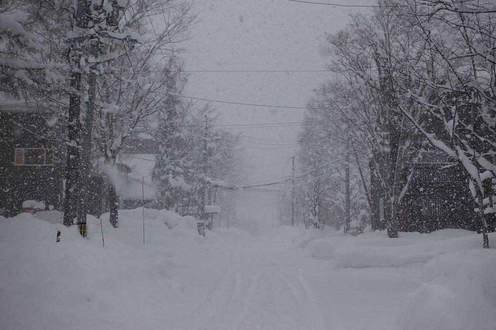 dumping snow in hirafu niseko's streets