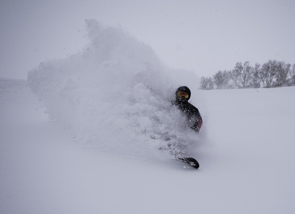 hanazono powder guide jun oishi with a beautiful powder turn