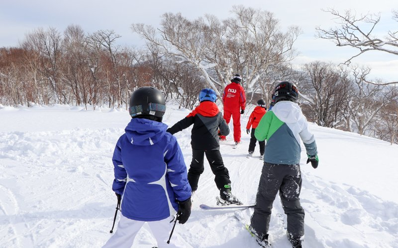 kids ski free in spring with niseko sports