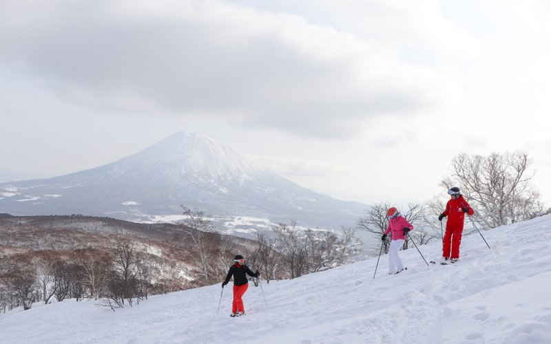 niss powder room women skiing near mt yotei